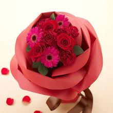 バラの形の花束ペタロ・ローザ「モードレッド」