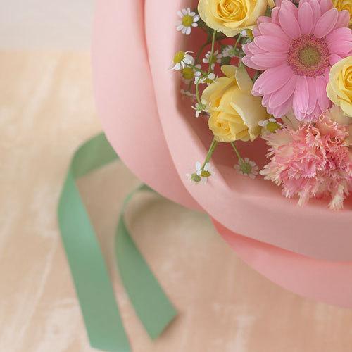 バラの形の花束 ペタロ・ローザ「ナチュラルミックス」