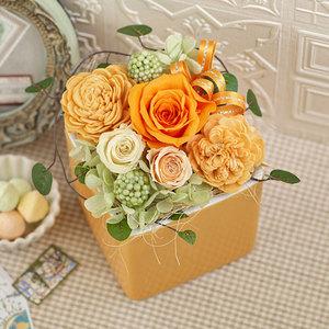 プリザーブド&アーティフィシャルアレンジメント「フラワーキューブ・オレンジ」ラッピング付きの商品画像