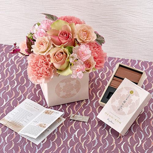 日本香堂「大江戸香 桜の花衣」とアレンジメントのセット