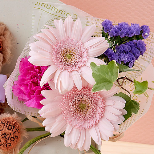 「2月のバースデーベア」と花束のセット