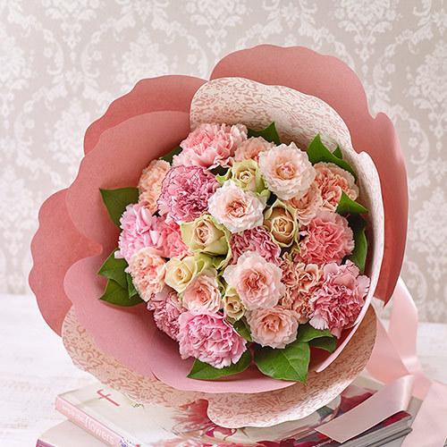 【日比谷花壇】母の日 カーネーションの形をした花束「ペタロ・カーネーション シュクレ」