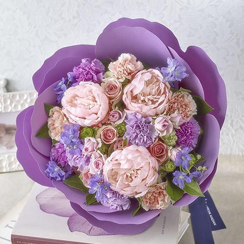 【日比谷花壇】母の日 カーネーションの形をした花束「ペタロ・カーネーション ジェンティーレ」