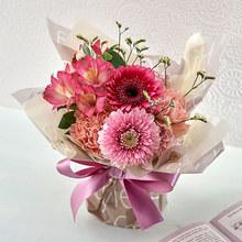 そのまま飾れるブーケ「4月に贈る花言葉」