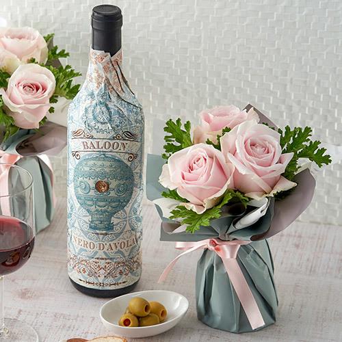 赤ワインとアレンジメントのセット