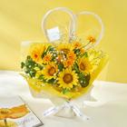 そのまま飾れるブーケ「グランドシュシュハート」8月に贈る花言葉