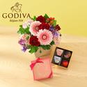 ゴディバ バレンタイン限定「チョコレート クロニクル スウィート アソートメント」とアレンジのセット