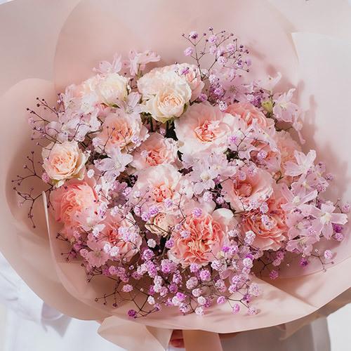 桜の形をした花束「ひらり -SAKURA-」