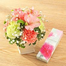 【お供え用】亡き母に贈るアレンジメントとカーネーションの香りのお線香のセット