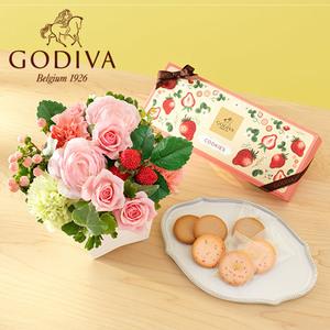 ゴディバ 季節限定「あまおう苺クッキー アソートメント」とアレンジメントのセット