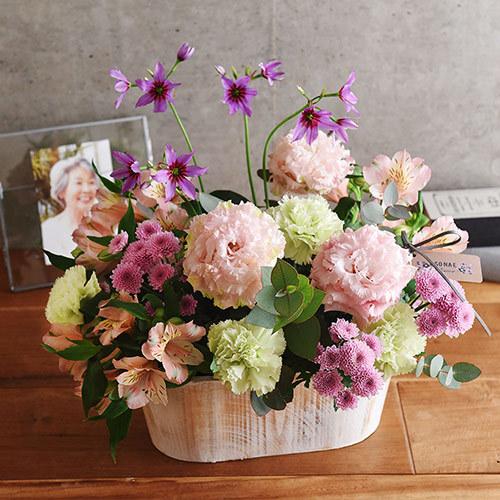 日比谷花壇【日比谷花壇】【お供え用】 O・SO・NA・E flower 「4月のウッドボックスアレンジメント」