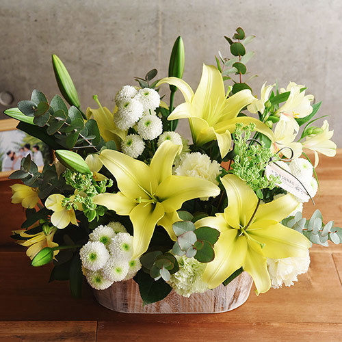 日比谷花壇【日比谷花壇】【お供え用】 O・SO・NA・E flower 「5月のウッドボックスアレンジメント」