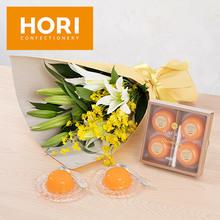 HORI「夕張メロンピュアゼリープレミアム4個入り」とユリの花束のセット