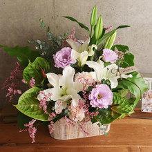 【お供え用】 O・SO・NA・E flower 「8月のウッドボックスアレンジメント」
