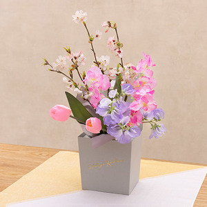 お正月 そのまま飾れるボックスブーケ「花年賀」の商品画像